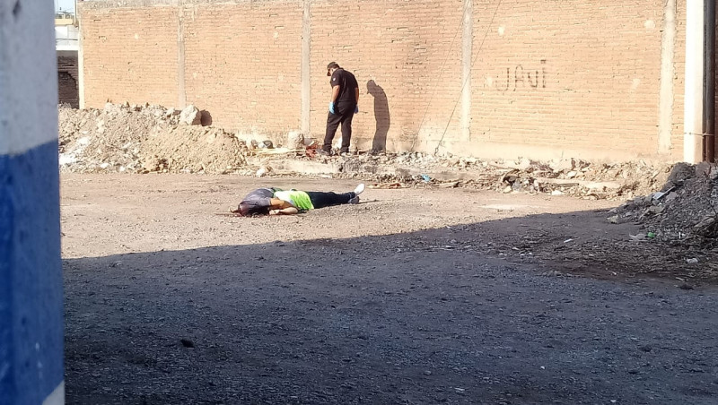 Localizan a hombre y mujer asesinados a balazos
