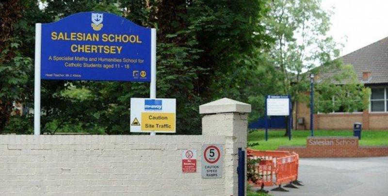 Joven se suicida frente a sus compañeros de escuela