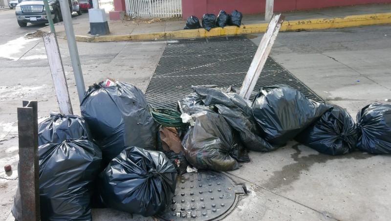 Después de las lluvias, basura en alcantarillas