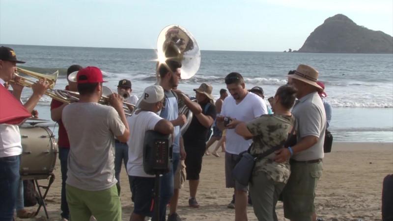 Llaman músicos mazatlecos organizados a regular a foráneos