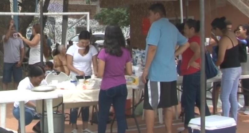 Amigos y Familiares hacen kermes de ayuda para Ángel Eduardo