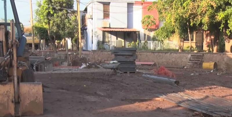 Basura y colapso en la obra , factores de inundación en el Humaya