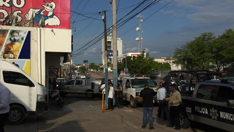 Asesinan a repartidor  frente a los clientes del negocio donde laboraba