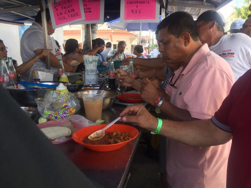 Turistas disfrutan de las delicias culinarias de Mazatlán