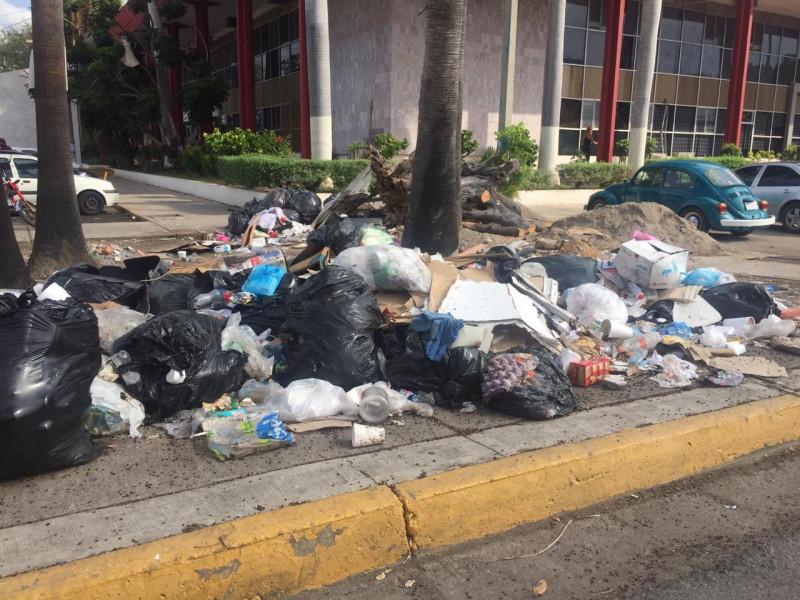 ¡Acumulación de basura, riesgo para inundaciones!