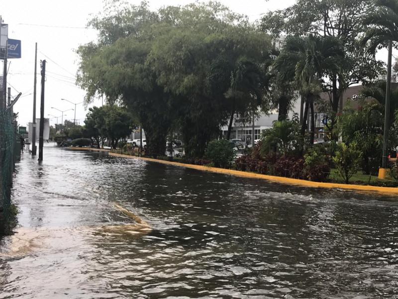 Lluvia provoca en Mazatlán cierre de vialidades, inundaciones y un muerto