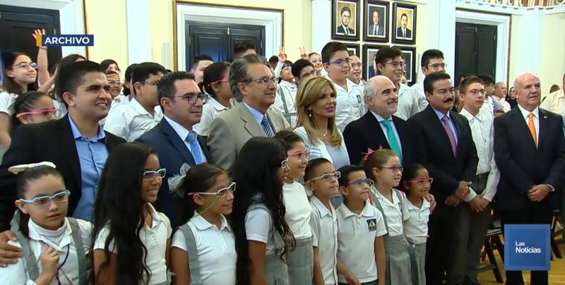 Más de 13 mil alumnos de educación básica recibieron par de lentes