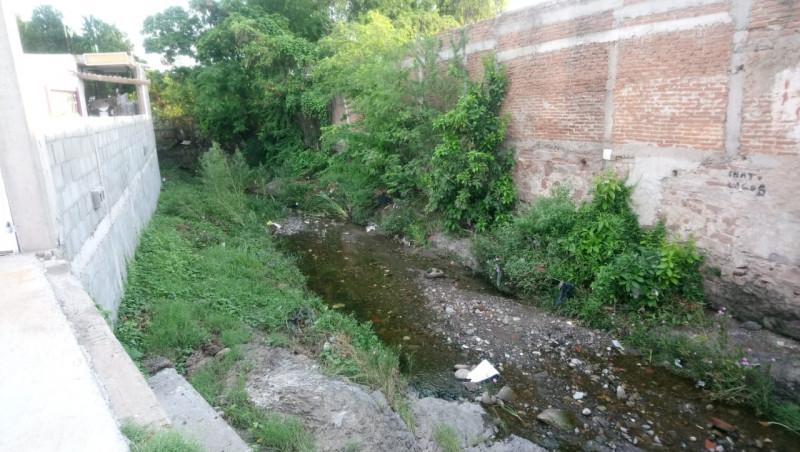 Piden desasolve y limpieza de arroyo en la Colonia Guadalupe Victoria