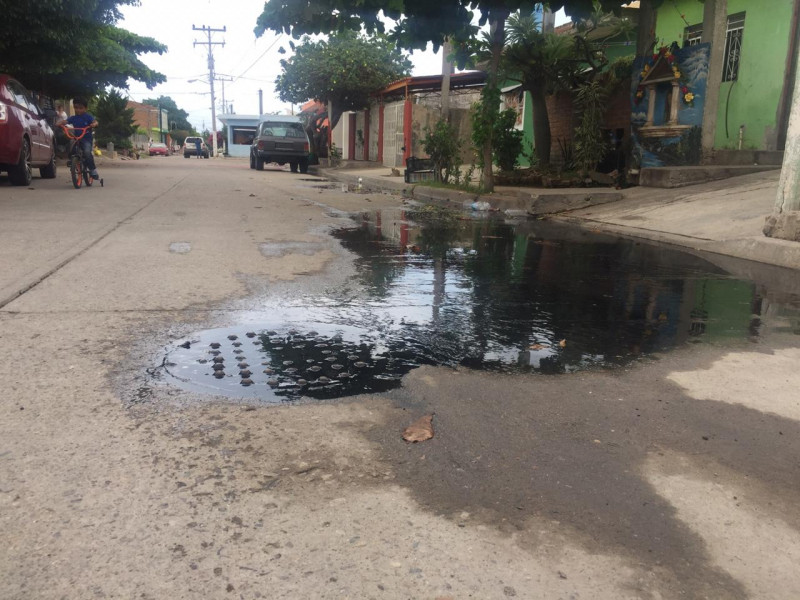 Colapsa tubería principal de drenaje en Mazatlán
