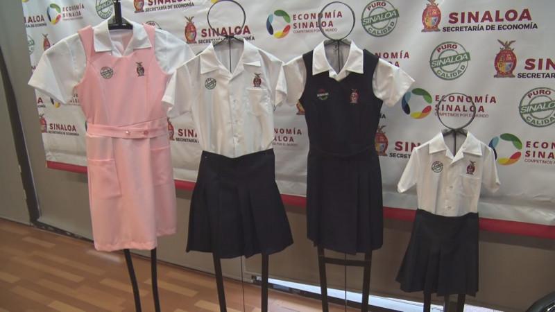 Presentan paquete de útiles y uniformes escolares