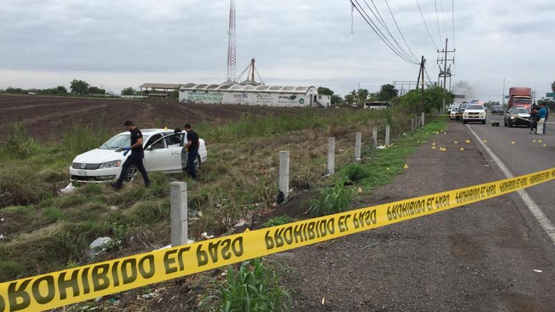 Encuentran automóvil abandonado, presentó orificios de bala y manchas de sangre