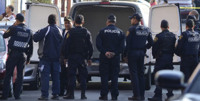 Policías de la CDMX suben a jovencita a la patrulla para auxiliarla pero abusan de ella