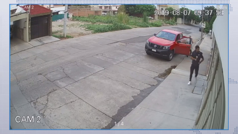 Roban camioneta frente a cámara de seguridad