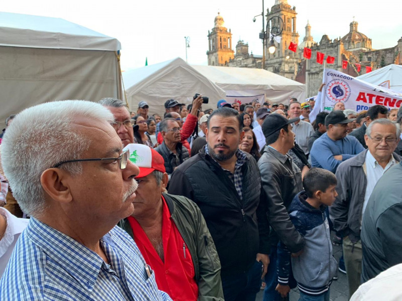 Se manifiestan miles de pescadores en Palacio Nacional
