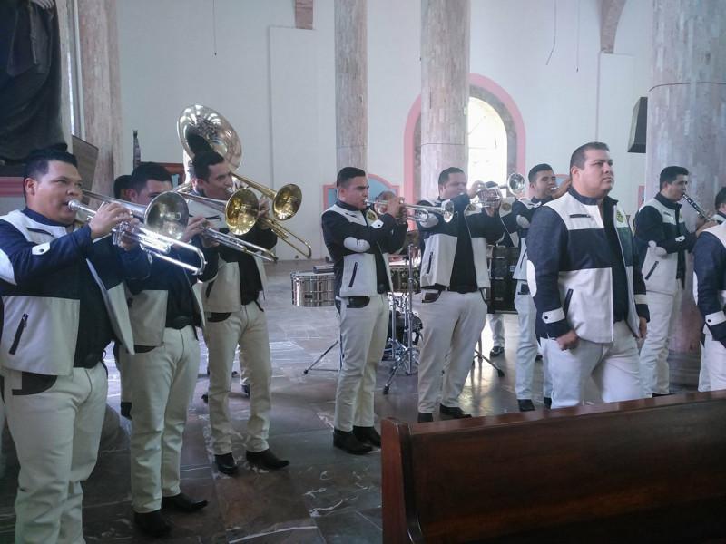 Vacacionistas demandan servicios de músicos en Mazatlán