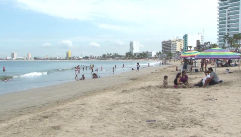 Disfrutan vacaciones en Mazatlán