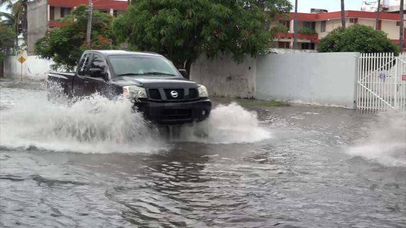Buscan comprar bombas para contrarrestar inundaciones en Mazatlán