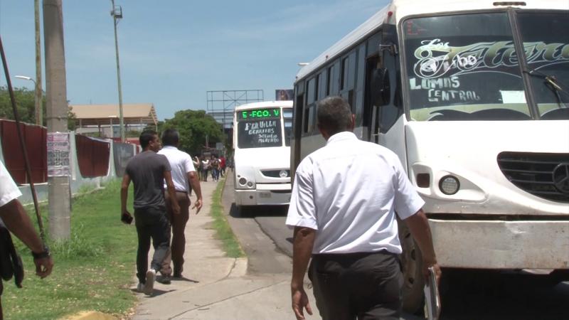 Vialidad infracciona a operadores de camiones urbanos en operativo sorpresa