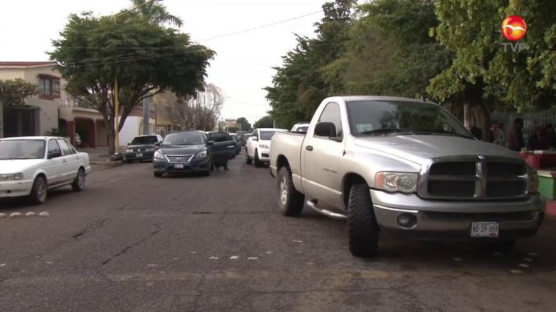 Endurecen acciones contra los estacionados en 'doble fila'