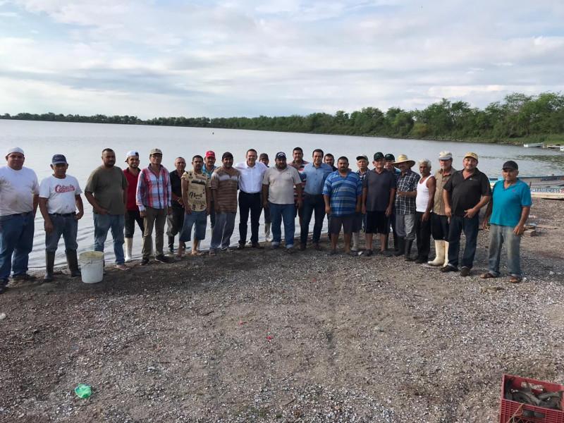 """Reciben pescadores de """"Los Becos"""" apoyo en alevines"""