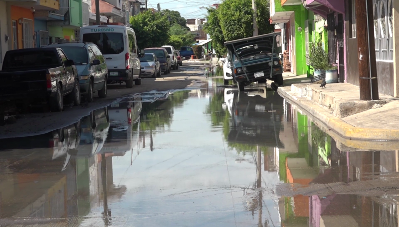 Gran fuga de aguas negras en colonia Independencia