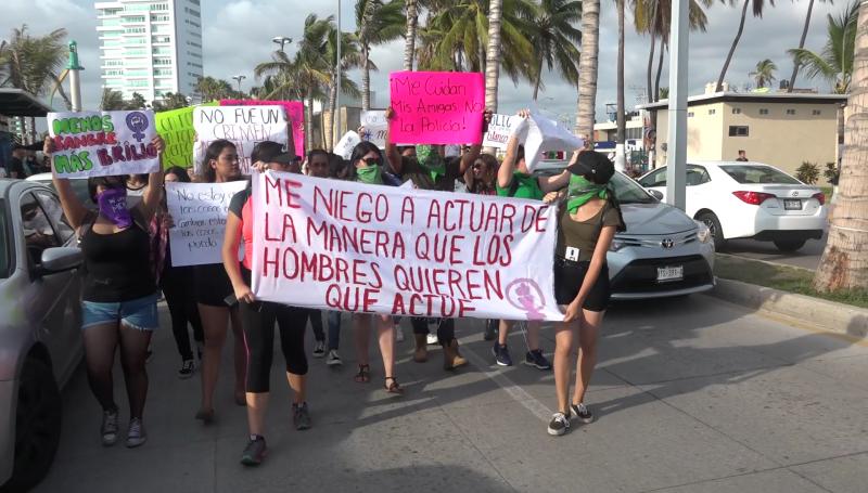 Se unen mazatlecas a la marcha #NoMeCuidanMeViolan