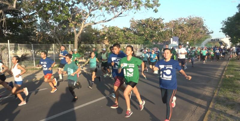 Corren por la salud en la Carrera de CEMEQ