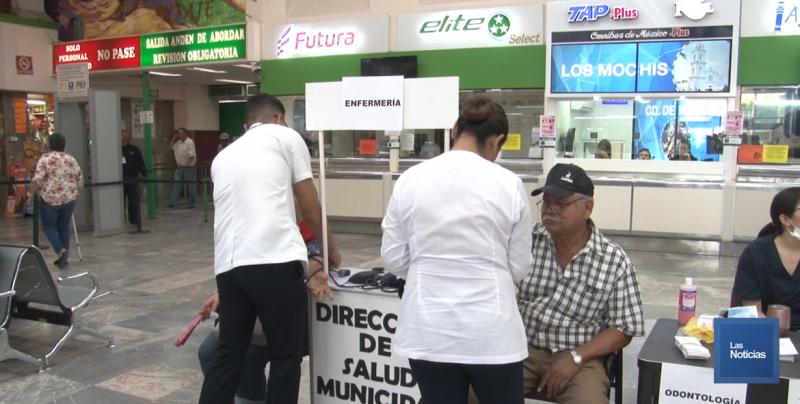 Atienden a usuarios de la Central Camionera con módulo de salud