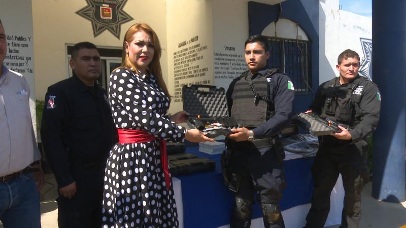 Entregan armamento a policías de El Fuerte