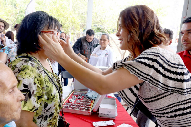 Lleva apoyos Rosy Fuentes de Ordaz a los adultos mayores