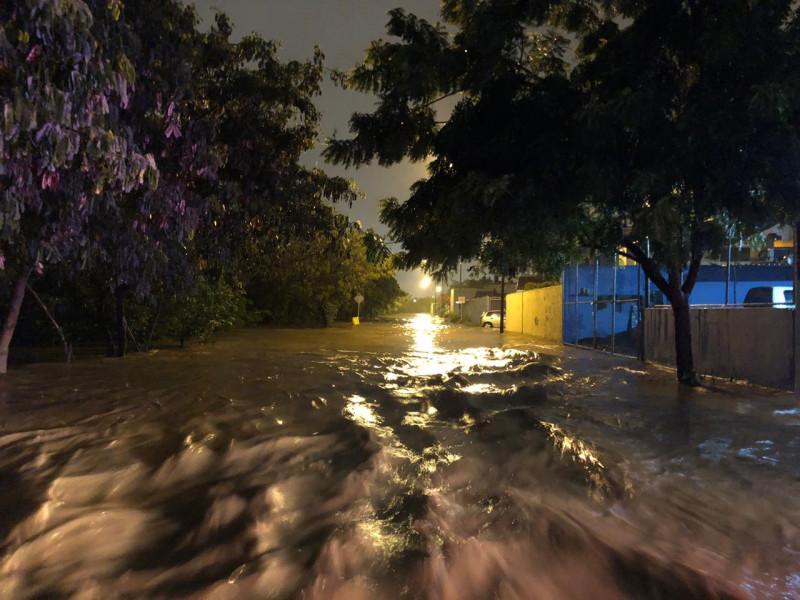 Alrededor de 50 personas son evacuadas por intensas lluvias en Mazatlán
