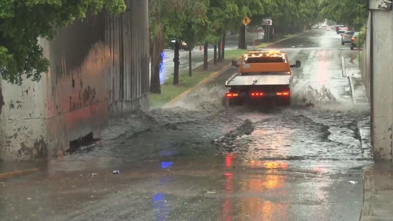 Tránsito apoyó el tráfico vehicular en zonas donde se presentaron encharcamientos