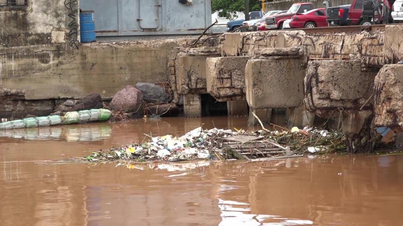 Se revienta la 'biobarda' tras las lluvias en Mazatlán