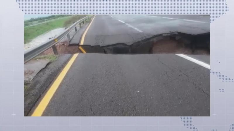Lluvias dejan desbordamiento de arroyos y destrozos en carreteras del estado