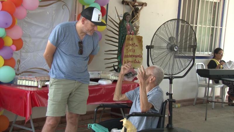 Celebran a los abuelitos en situación de abandono en Mazatlán