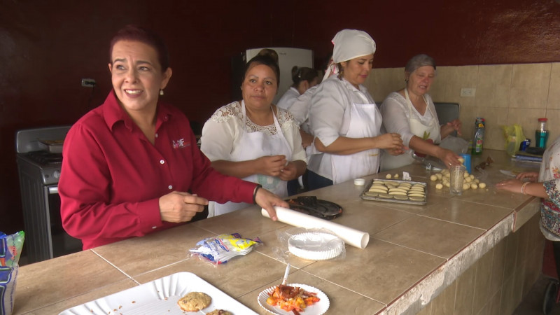 Equipan cursos de cocina del DIF