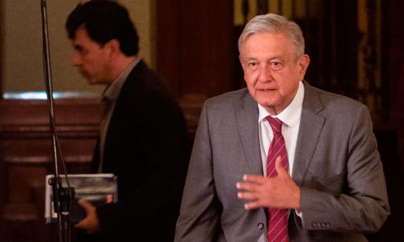 Revela AMLO hallazgo de cámara espía en Palacio Nacional