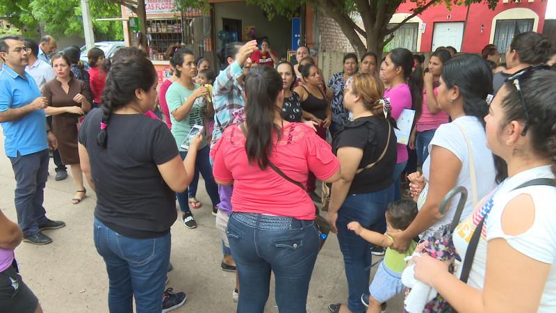 Madres de familia toman escuelas en Ahome y Sinaloa municipio