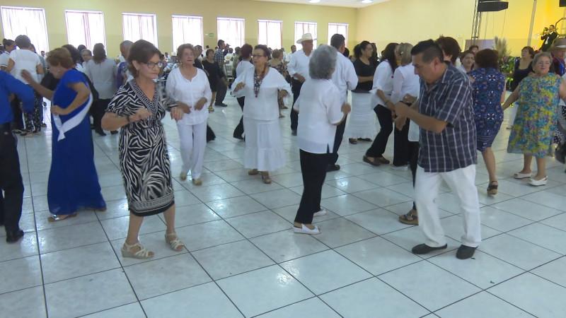 DIF Ahome organiza gran fiesta para los abuelitos