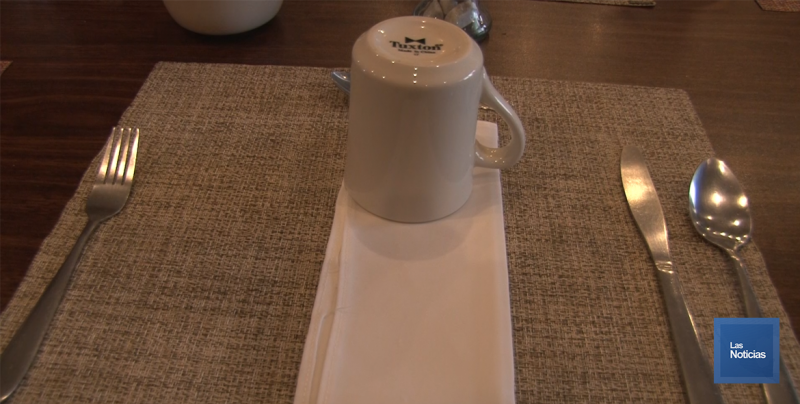 Buena medida el retirar sal de las mesas de los restaurantes