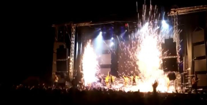 VIDEO: Bailarina muere quemada durante un festival frente a miles de personas