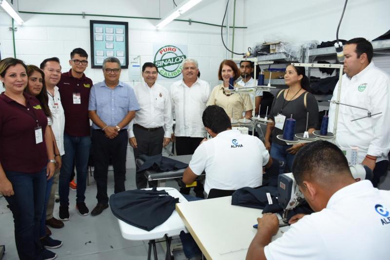 Personas privadas de su libertad del penal de Mazatlán participan confeccionando prendas del programa de Uniformes Escolares