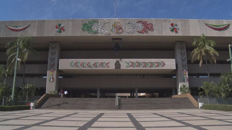 Listo Palacio de Gobierno con sus adornos de fiestas patrias