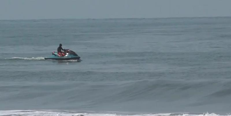 Elementos salvavidas encuentran a joven desaparecido desde el miércoles en playas de cerritos