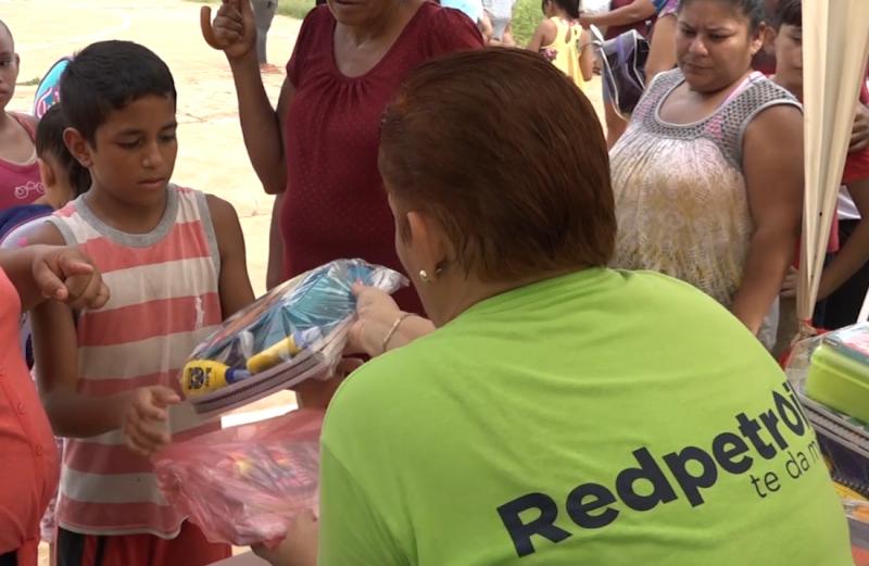 Entrega Red Petroil y FODEN apoyos a niños en situación vulnerable