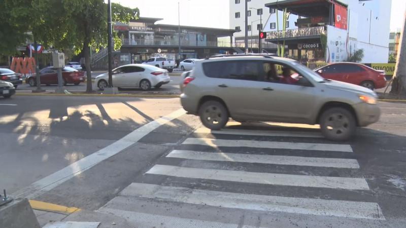 Se busca mejorar la movilidad del peatón y automovilista con semáforo peatonal