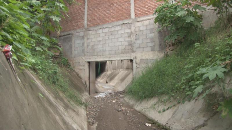 Las dos propiedades del alcalde JEF en culiacancito, construidas sobre un arroyo