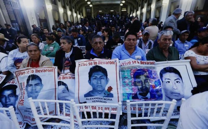 Se reúne AMLO con Padres de Familia, caso Ayotzinapa