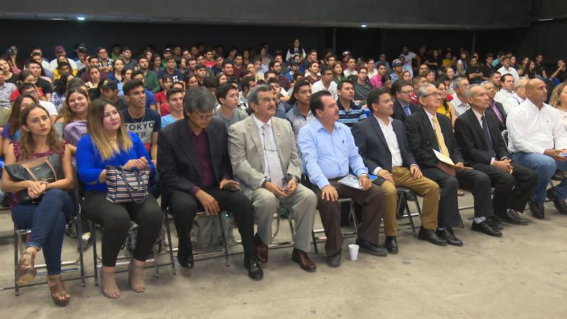 Se realiza el primer congreso de ingenieros civiles