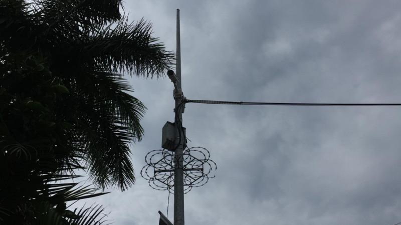 Con cuernos de chivo atacan cámaras de vídeo vigilancia en Montebello